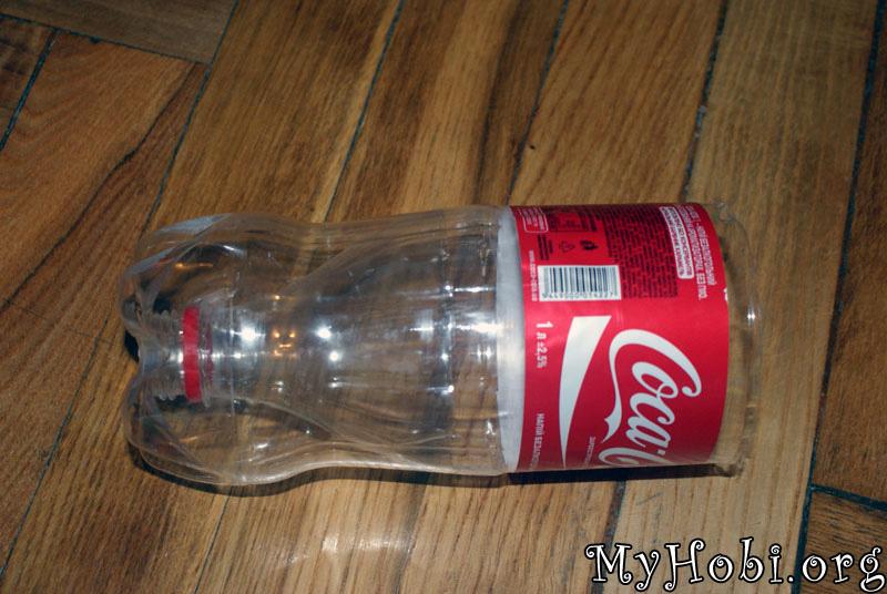 отрезанную часть вставляем внутрь бутылки