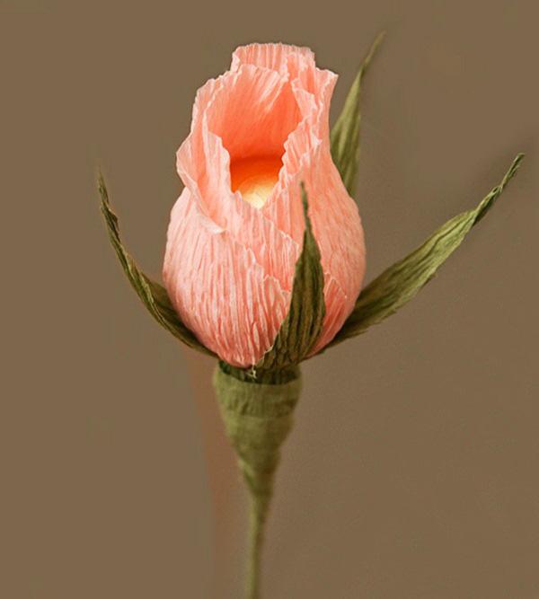 Бутон розы из конфет своими руками